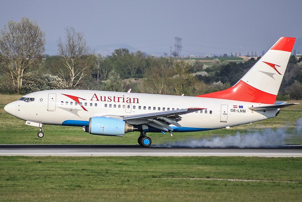 Austrian OE-LNM, Boeing 737-600