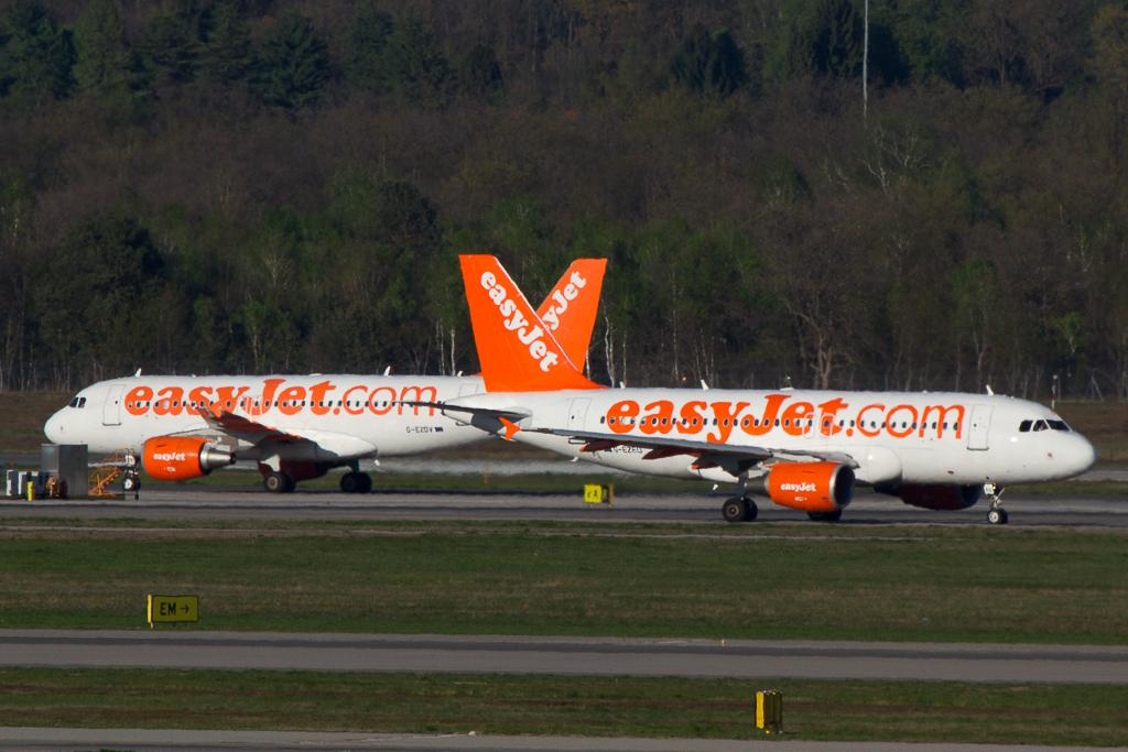 2x Easy Jet A320