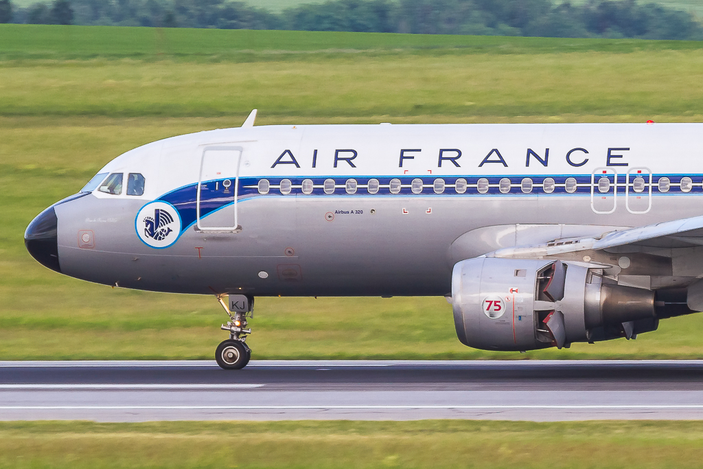 Air France 'Retro Livery' F-GFKJ, Airbus A320